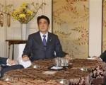 会談に臨む(右から)野田首相、自民党の安倍総裁、公明党の山口代表=19日午後、国会