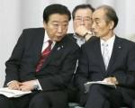 野田首相(左)と輿石氏は「政権居座り」を企んでいる