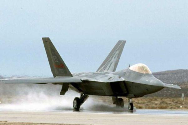 F 22 (戦闘機)の画像 p1_15
