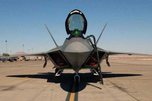 F 22 (戦闘機)の画像 p1_13