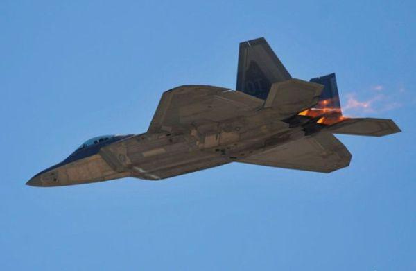 F 22 (戦闘機)の画像 p1_12