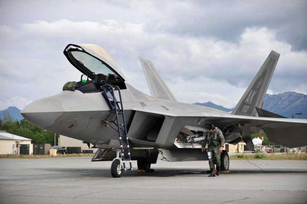 F 22 (戦闘機)の画像 p1_18