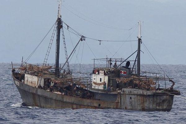 北朝鮮の漁船 北朝鮮、テレビで「悪魔の巣窟を吹き飛ばす」, 多連装ロケット砲搭載の小型火力支援艇