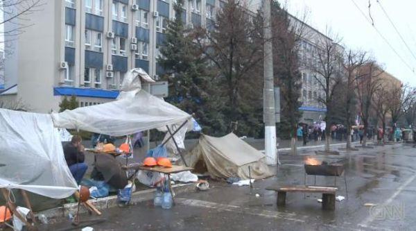 ウクライナ・ルハーンシクでも新ロシア派による建物の占拠が行われている