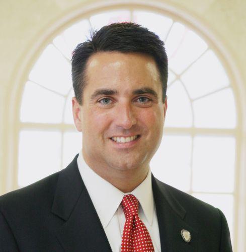 バージニア州北部フェアファクス郡の馬鹿市長.....スコット·シルバー