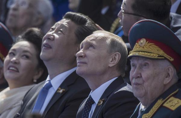 スカンク : 『 見て ! 見て ! あれはうちのMiG-35 戦闘機 ! 今後ウクライナ大規模なの攻撃時...役に立ちます ! 』