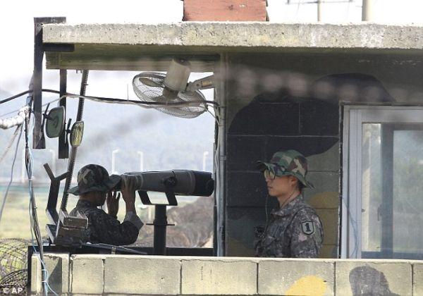 非武装地帯...北緯38度線...韓国側 非武装地帯…北緯38度線…韓国側 兵士は10代後半とみ