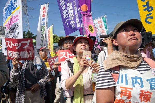 川内原発再稼働に反対する市民グループが抗議活動を続けている