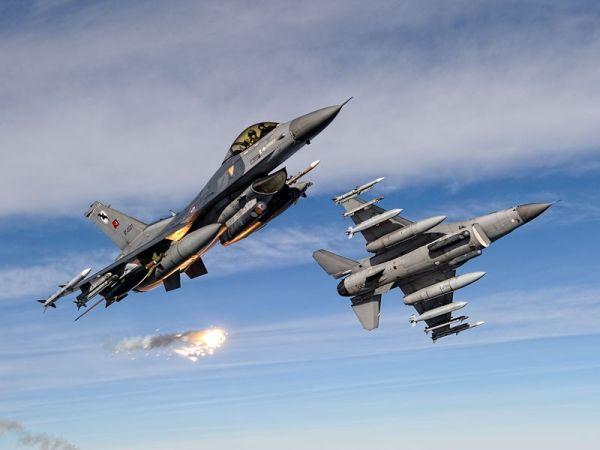 F 16 (戦闘機)の画像 p1_21