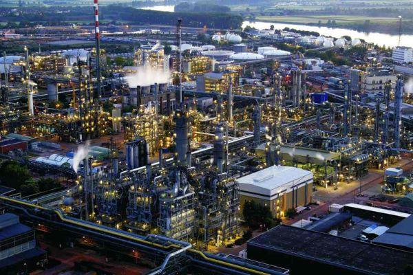 化学業界素材産業の過剰生産