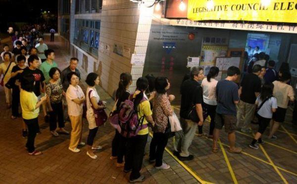 台南は投票率が高い場所ではないのだが, 急に怒った市民たち朝から列をつくって投票した
