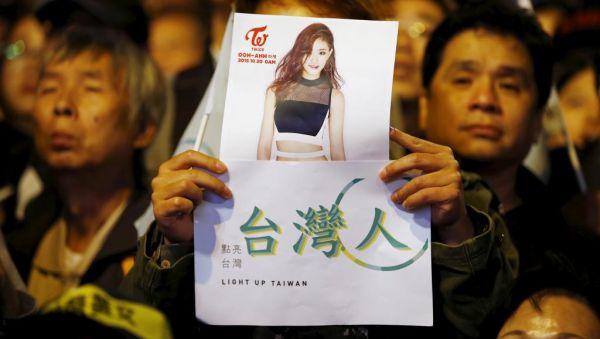 『中国は中国 ! 台湾は台湾 !』と台湾市民たち怒りの声