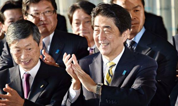 安倍首相 :『世界経済の成長と金融市場の安定に万全を期す. 』