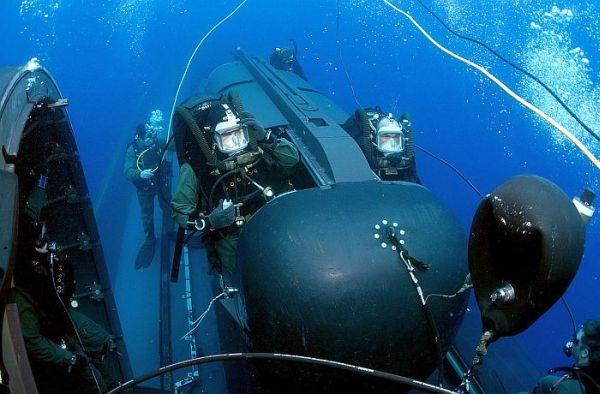 情報収集, 潜水艦内でのアメリカ海軍の特殊部隊 ネイビーシールズ ! ( Navy SEALs )
