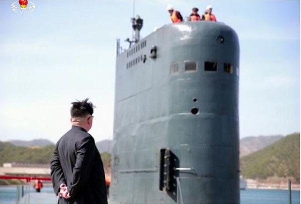 潜水艦発射弾道ミサイルを積んだ北朝鮮の弾道ミサイル潜水艦