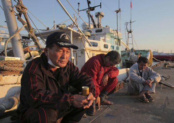 海上保安庁と自衛隊が尖閣諸島周辺海域の漁師を守る !