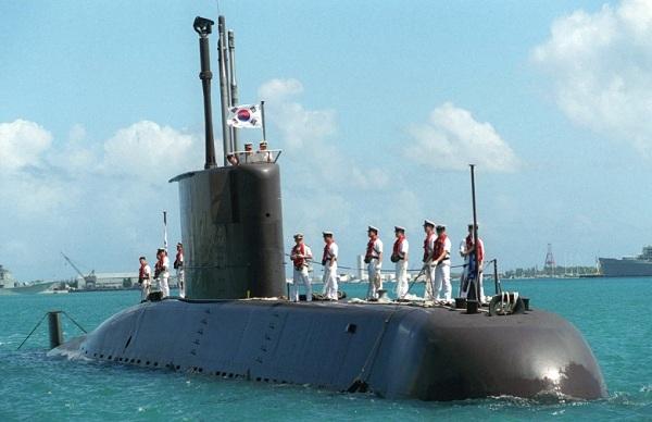 ディーゼル電池推進方式の韓国の潜水艦は、2-3週間以上の作戦は難しい