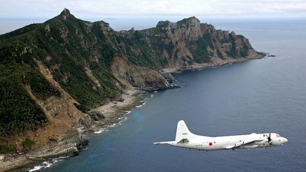 日本の海上保安庁と自衛隊が尖閣諸島への「領土・領海・領空を必死に守る !」