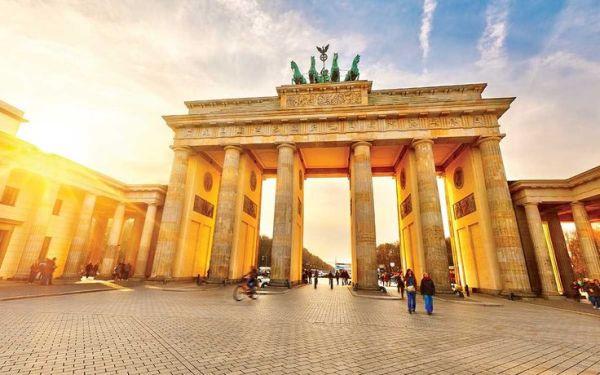 気持ち ! 気持ち !12人で連れ立った11泊12日のベルリン、ワルシャワ、クラクフ周遊