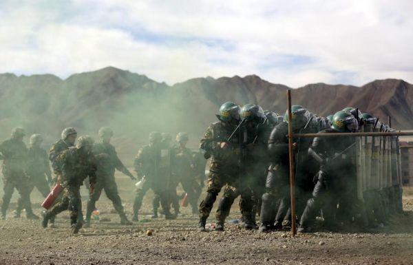現在チベットや新疆ウイグル、内モンゴル自治区「平和維持」の中国人民解放軍