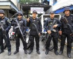 「麻薬関連の疑いで調査が必要 !」.....フィリピンの警察官らが大統領の疑わしい麻薬販売業者を殺害するの執行令を待っている
