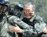 こいつ ( 反日有名人の文在寅 ) がが韓国次の大統領になるならば....日韓戦争も起こるかもね !!!