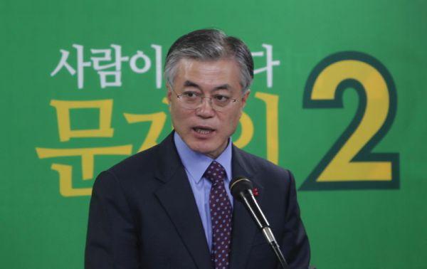 文在寅....韓国の「愛国英雄」, 言い換えると「反日英雄」! 日本には絶対に来るなっ !