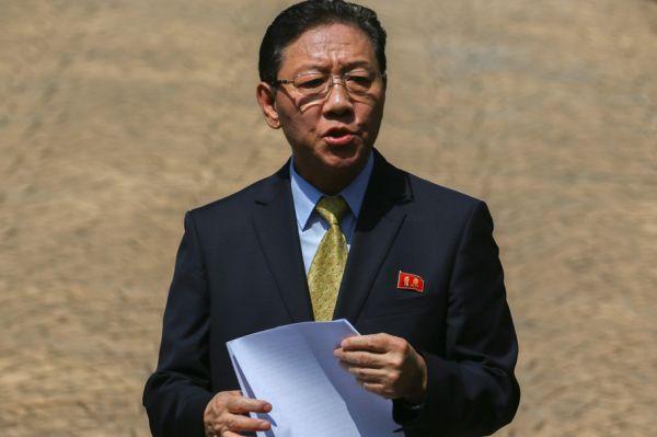 北朝鮮の「 馬鹿カン」駐マレーシア大使 :『殺されたの男性は金正男じゃないわ !』....(*´◡`*) !