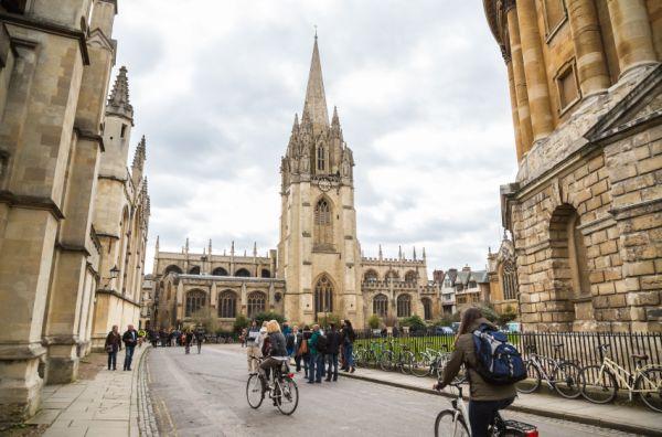 英国オックスフォード大学