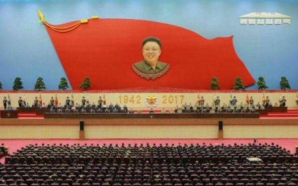 光明星節は朝鮮民主主義人民共和国(北朝鮮)の祝日。毎年2月16日。金正日総書記の死後の2012年、総書記の誕生日であった2月16日を光明星節と定めた