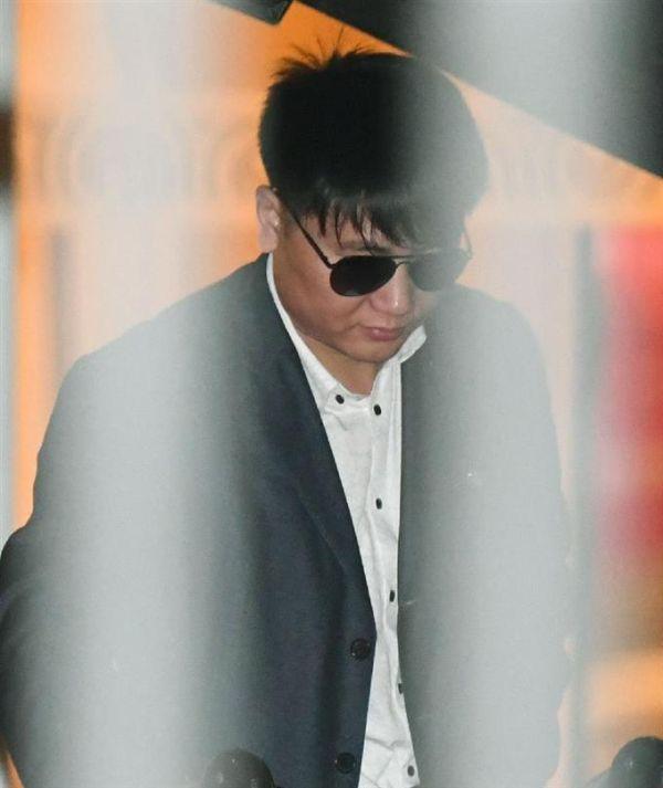 北京国際空港に到着した高麗航空職員キム・ウクイル容疑者とみられる