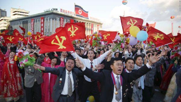 一方, 北朝鮮で釈放されたの工作员と殺し屋の帰国の歓迎式典も彼らを待っている