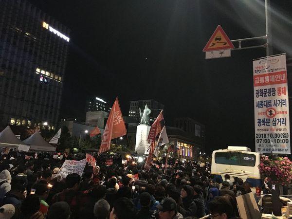 2016年10月29日に行われた朴大統領の退陣を求めるデモ