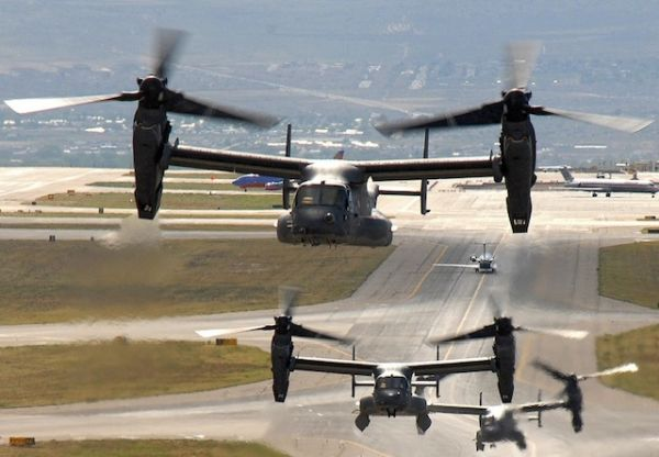 横田米軍基地での V-22オスプレイ輸送機