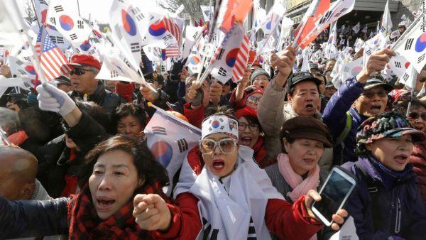 『朴槿恵を拘束しろ !!! 』.....政府追及