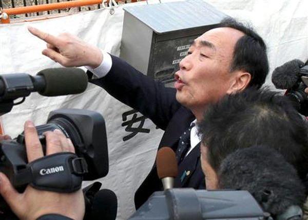 報道陣に吠える籠池理事長。捜査当局に対しても、強気を貫けるのか