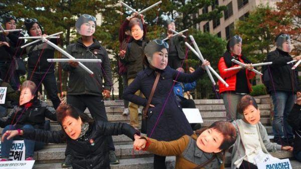 朴槿恵と崔順実.....「幼馴染詐欺団体」