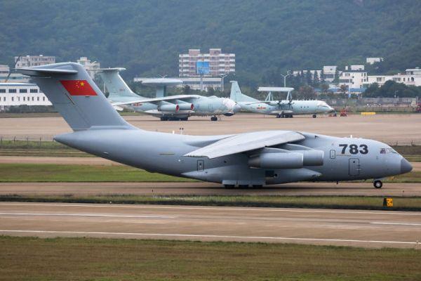 共産中国の軍用機