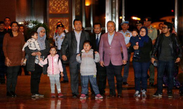 人質の交換, 9人のマレーシア人外交官ら, 30日夜も無事帰国しました ! いいね