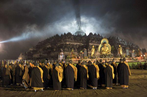 堂々巡り....社寺の堂の周りをまわること, 同じような思考や議論が繰り返し、少しも先へ進まないこと 外交的解決 ? でもさ, ならず者国とすべての会議も時間無駄になる
