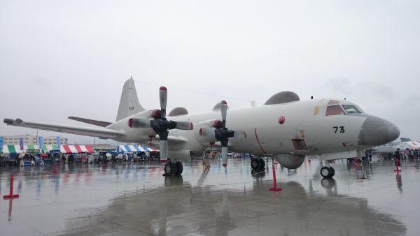 岩国航空基地での海上自衛隊 EP-3電子情報収集機
