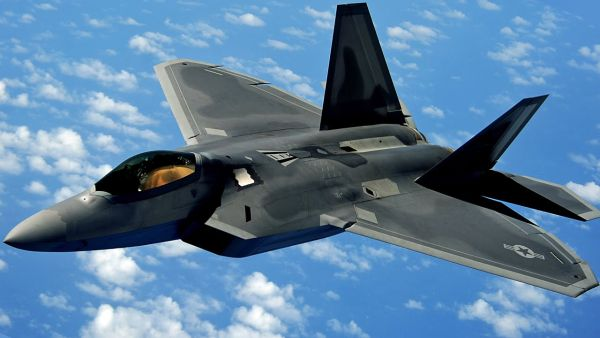 ステルス戦闘機F22「ラプター」