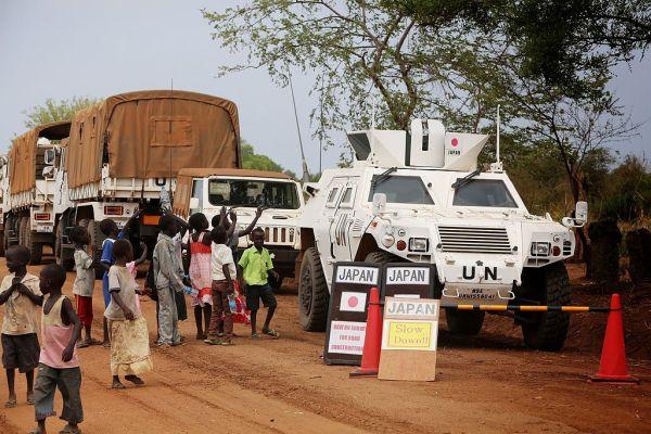 自衛隊南スーダン派遣...警戒に当たる軽装甲機動車 自衛隊法第84条の4第2項第4号及び国際平和協力法に基づく自衛隊の海外派遣。