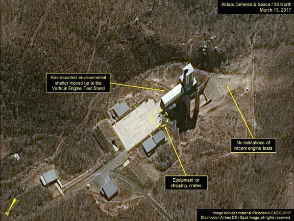 13日に撮影された北朝鮮東倉里のエンジン燃焼実験用施設の衛星写真(エアバス・ディフェンス・アンド・スペース/38ノース提供・共同)
