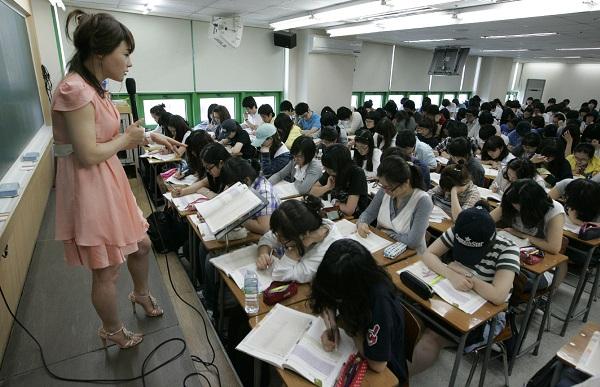 韓国の学校で「第二次世界大戦の歴史」と「反日思考」を重んじ....「礼儀」なんか, 全然教えなかった