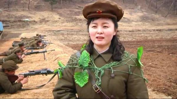 前代未聞, 空前絶後の「北朝鮮迷彩大軍」, 素敵な女性の装飾ね ! 好き ! (*´◡`*) !