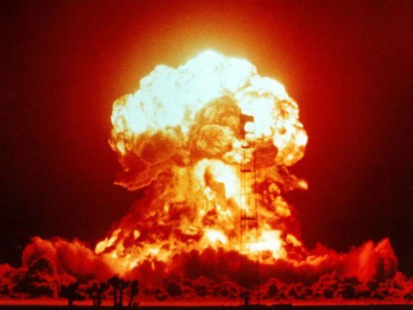 6回目の核実験.....すごい ! 拍手 ! 拍手 ! 最後のわら一本がラクダの背中を折る !