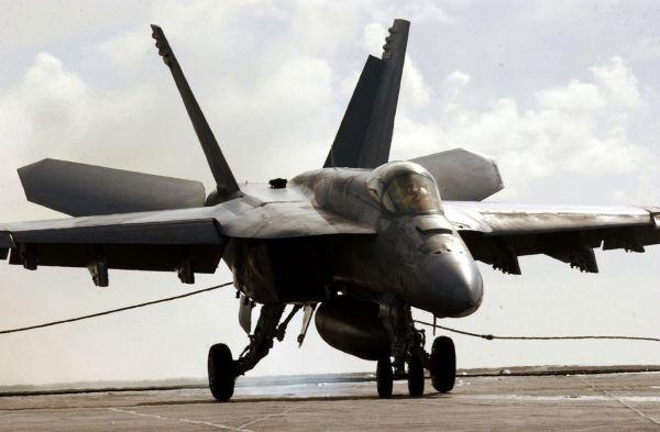 戦闘攻撃機FA18「スーパーホーネット」