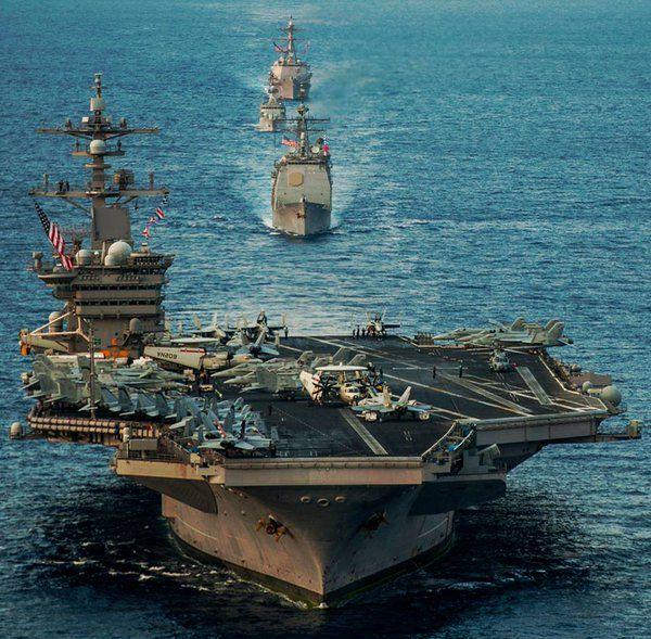 26日.....26日に撮影された海上自衛隊との共同訓練の場面では、「カール・ビンソン」の甲板には、戦闘攻撃機「F/A-18」などが止まり....その後方に海上自衛隊のイージス艦「あしがら」と護衛艦「さみだれ」が展開している