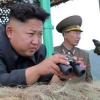 一方....「偉大なる指導者」:『 こらっ ! 敵のステルス爆撃機とステルス戦闘機は....どこ ?』 将軍ら:『殿っ ! 見えないよ ! ステルスだから....』 最近よく眠れない毎日もびびっているの「偉大なる指導者」